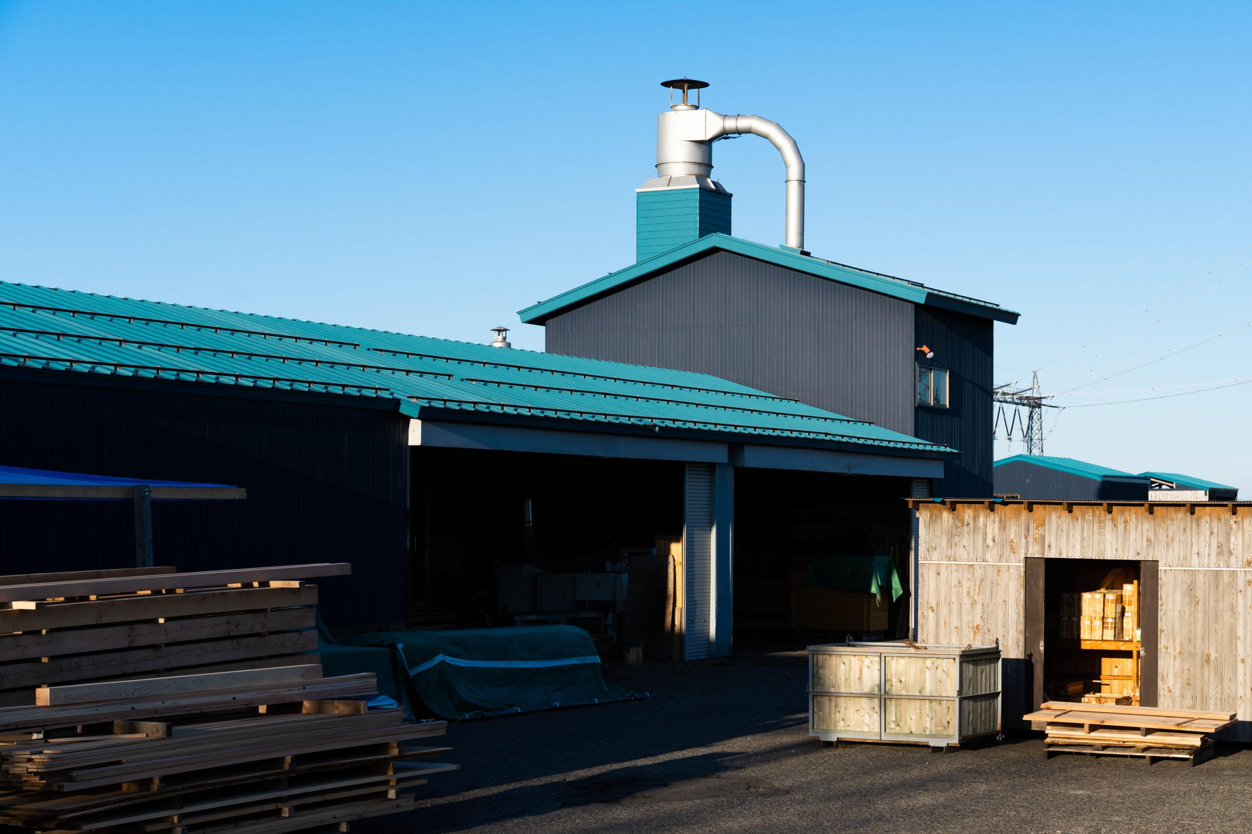 室岡林業加工工場の外観